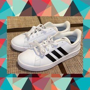 New! Black n white adidas